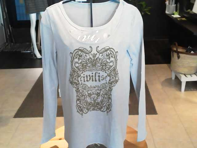 春の長袖Tシャツ