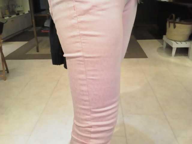 ピンクのスキニーのコーディネート
