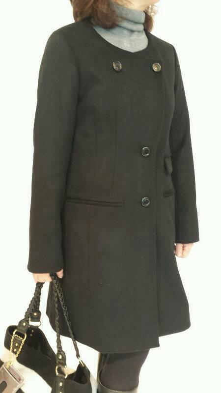 「ヴェロフォンナ」ブラックフリル付きコート